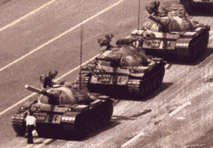 the-unknown-rebel-or-the-tank-man-%e7%8e%8b%e7%b6%ad%e6%9e%97-wang-weilin